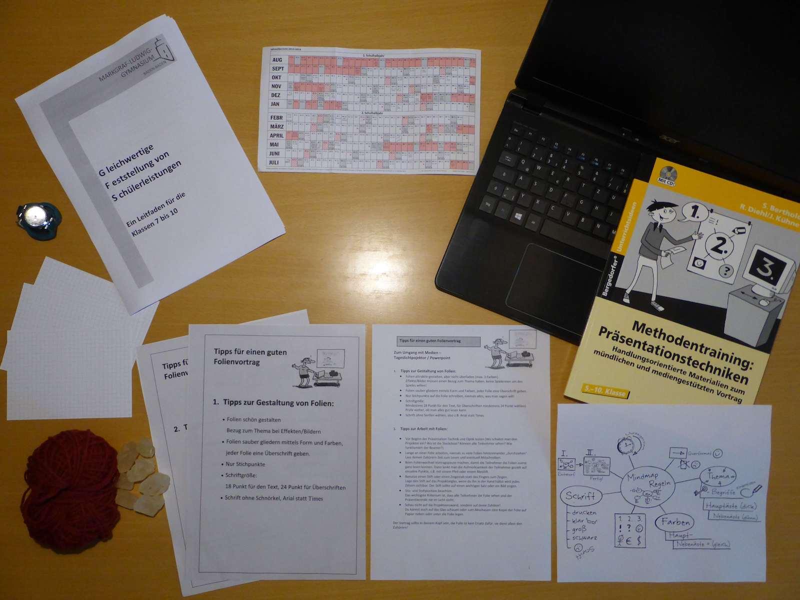 images/Inhalte_2018_19/Schreibtisch3klein.JPG